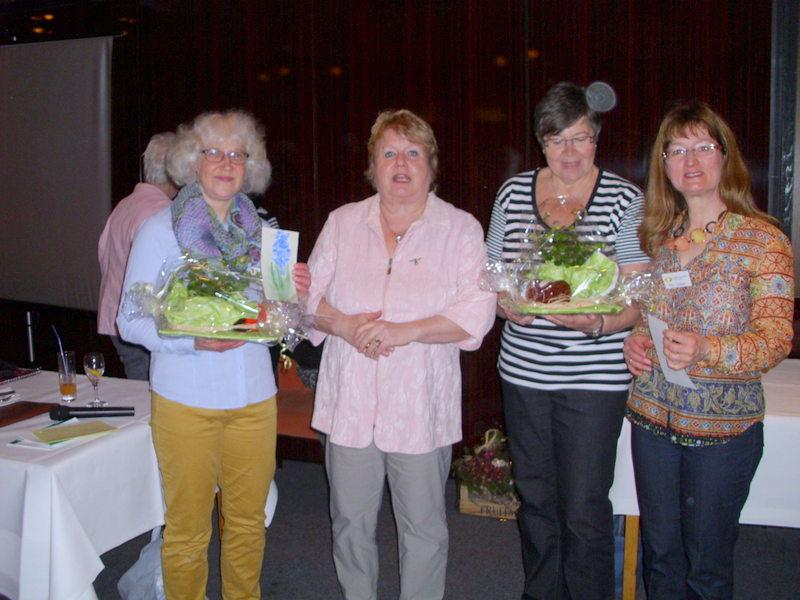 Annett Kramer und Rita Fiedler zusammen mit der 1. Vorsitzenden Klaudia Piliptschuk und der neugewählten 2. Vorsitzenden Rita Mund.