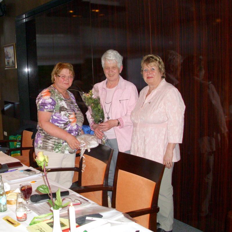 Auch Ursula Müller erhielt ein Präsent für die jahrelange Vorstandsarbeit.