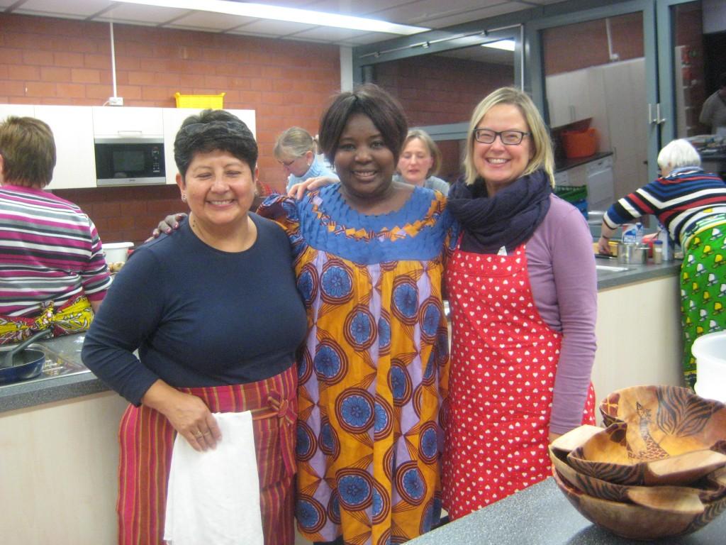 Unsere drei Gastgeberinnen – Georgette aus Bolivien, Elizabeth aus Kenya und Anu aus Finnland