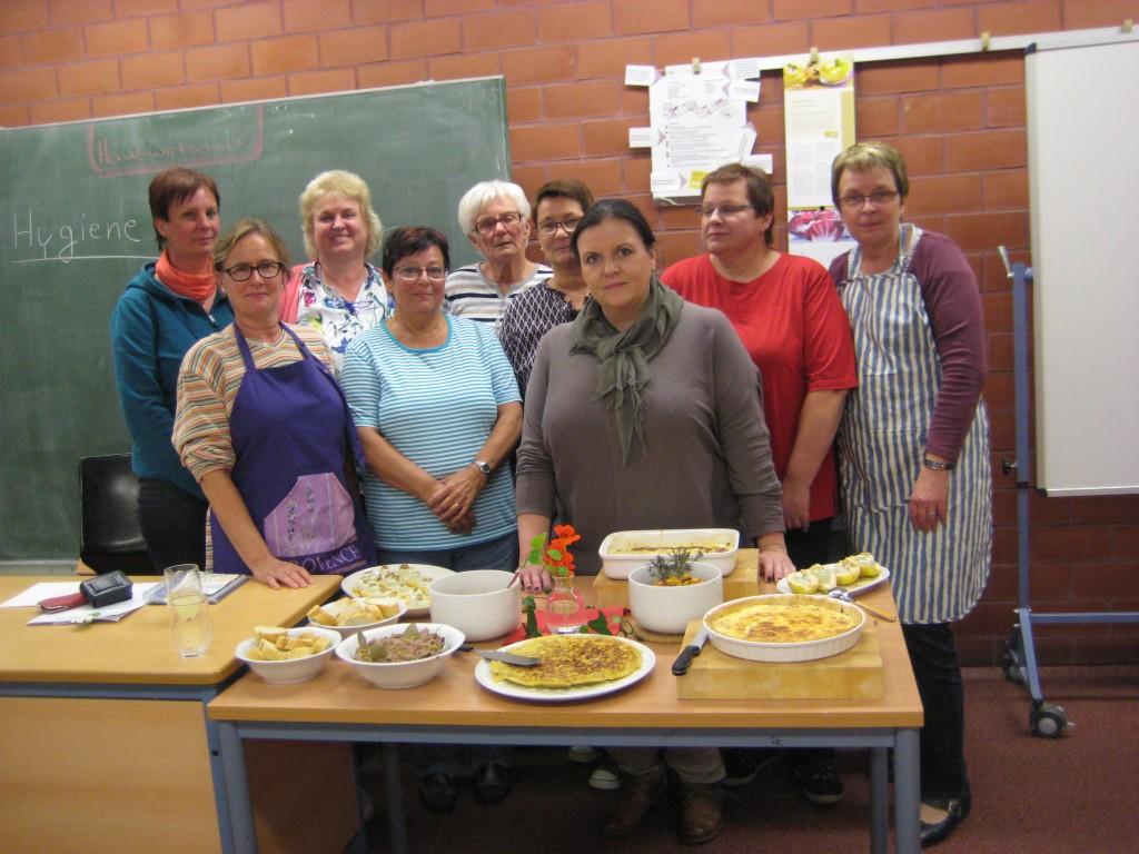 Die Teilnehmer des Kochabends mit Ihren zubereiteten Kreationen